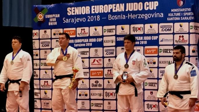 Антон Брачев на пьедестале Кубка Европы 2018 в Сараево