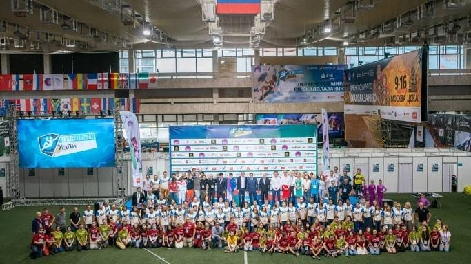 общее фото участников первенства мира по скалалазанию в Москве