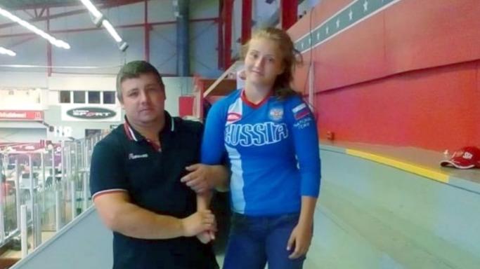 Кристина Михнева с тренером Артёмом Хлоповым на Чемпионате России по вольной борьбе в Улан-Удэ март 2019 года