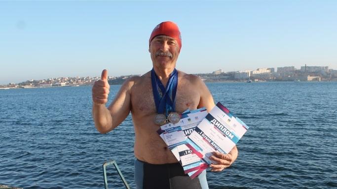Виктор Михайлович Пискунов выиграл 3 бронзовые медали на Чемпионате Мира по ледяному плаванию