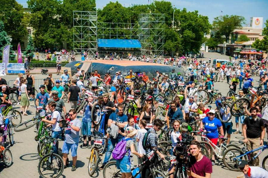 ВелоПобеда собирает участников в Севастополе на площади Нахимова