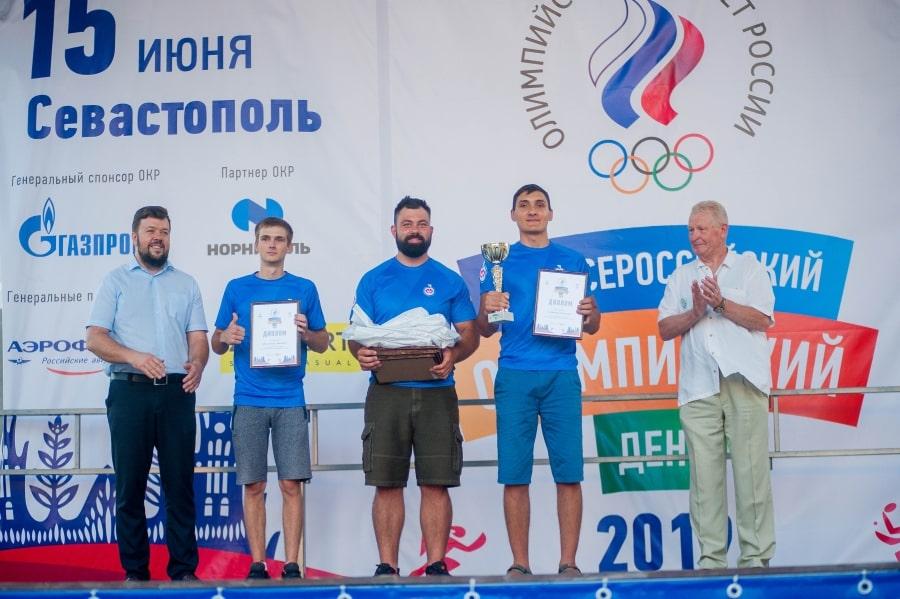 Награждение спортсменов на Всероссийский олимпийский день в Севастополе 15 июня 2019 года