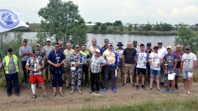 Участники Чемпионата Севастополя по рыбной ловле донной удочкой - село Шелковичное