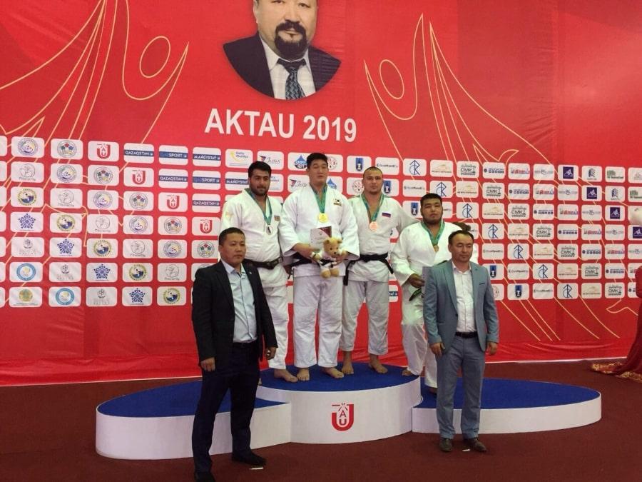 Александр Шалимов на пьедестале за Кубок Азии по дзюдо в городе Актау - Казахстан