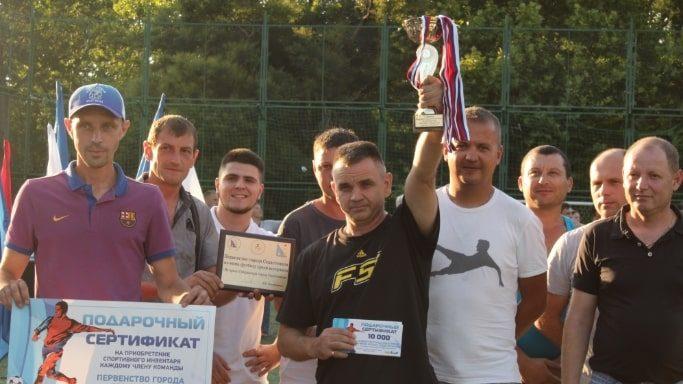 Победители в соревнованиях среди мужчин 35-45 лет команда Хлопушка