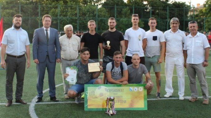 Победители в соревнованиях среди юношей 20-25 лет -команда Коралл