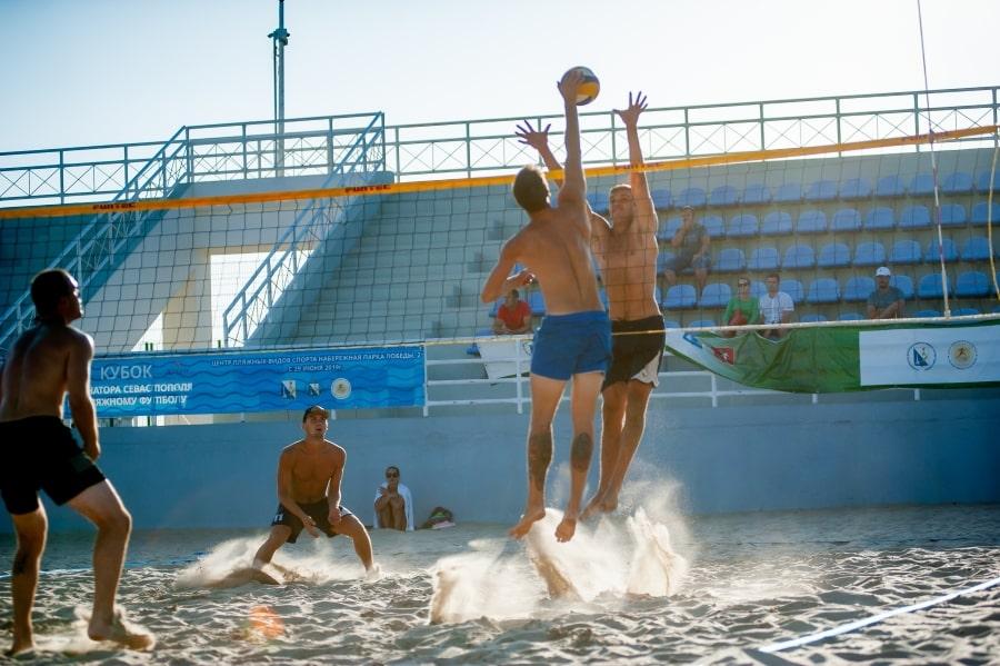 Игровой момент фестиваля по пляжному волейболу Севастополя август 2019
