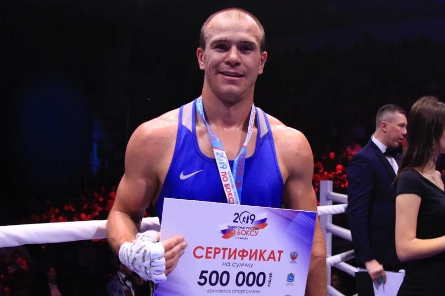 Максим Коптяков в финальном бое чемпионата России по боксу
