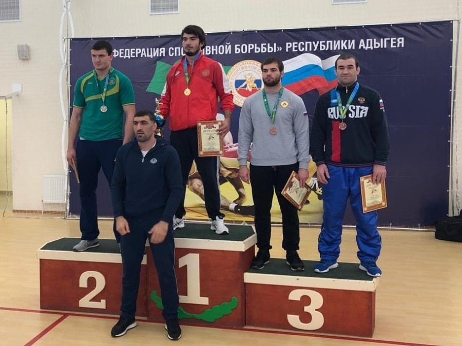Азамат Сеитов стал чемпионом ЮФО по греко-римской борьбе