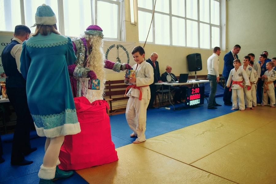 Вручение подарков на Новогоднем турнире по дзюдо 2019 в Севастополе