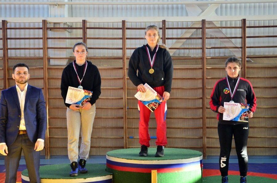 Кристина Михнева стала чемпионкой ЮФО по женской борьбе 2020 _1-min
