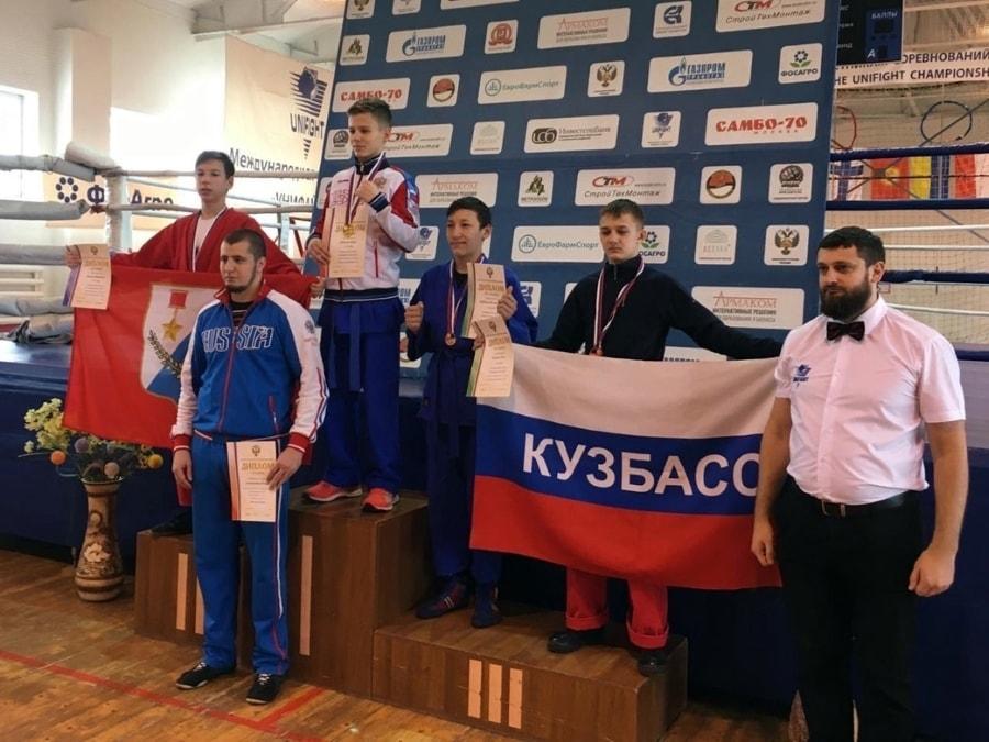 Виталий Коваль завоевал серебряную медаль первенства России по универсальному бою среди юношей