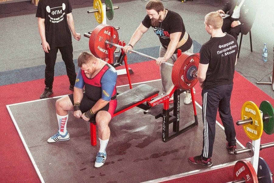Пётр Кагитин на чемпионате России по пауэрлифтингу 2020