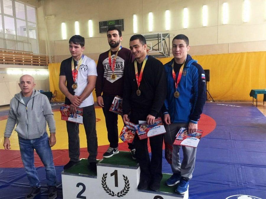 Ридван Османов выиграл бронзовую медаль первенства ЮФО по греко-римской борьбе