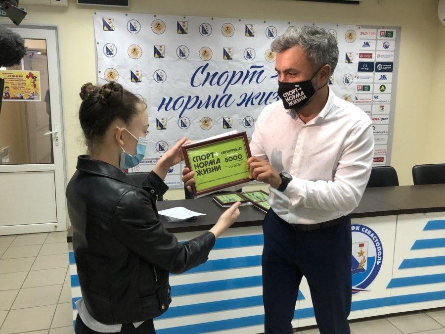 Дмитрий Карпов вручил призы победителям спецноминации видеоконкурса на тему физкультуры на карантине 2
