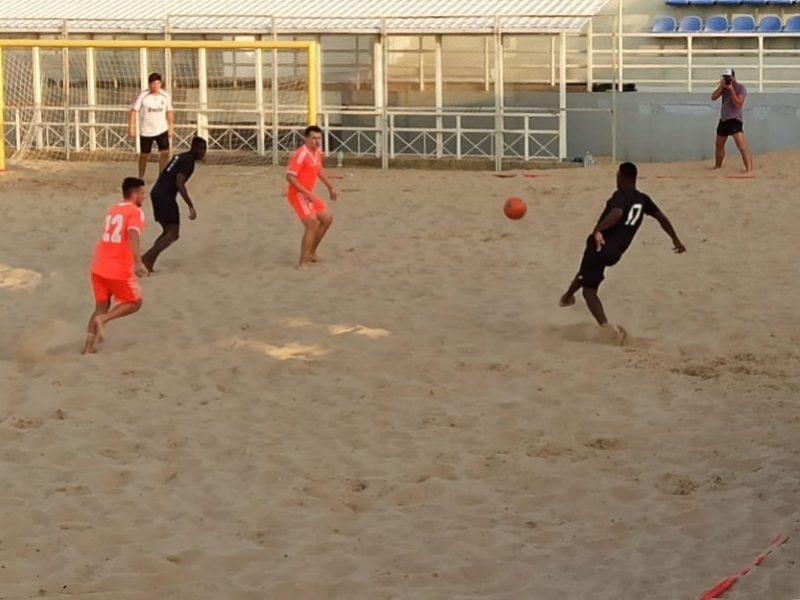 В Севастополе продолжается Кубок губернатора по пляжному футболу _8