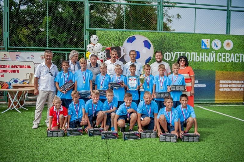 Команда ДЮФК «Севастополь», 1 место в возрастной группе 10-11 лет