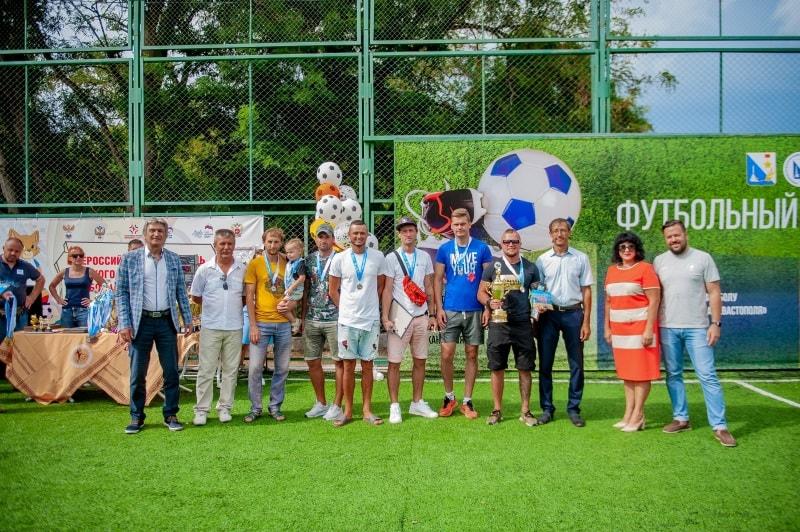 Команда «Легион», 2 место среди мужчин фестиваля по пляжному футболу