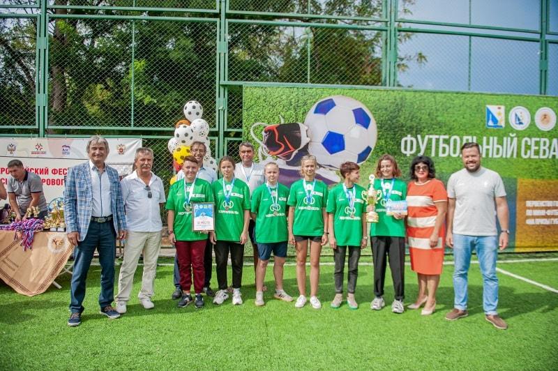Команда «Победа», 2 место среди девушек фестиваля по пляжному футболу