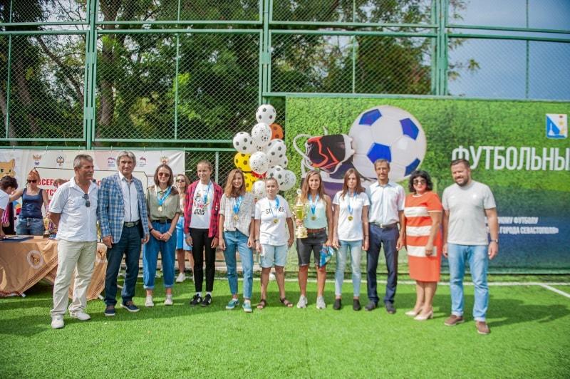 Команда СШ № 3-1, 1 место среди девушек фестиваля по пляжному футболу