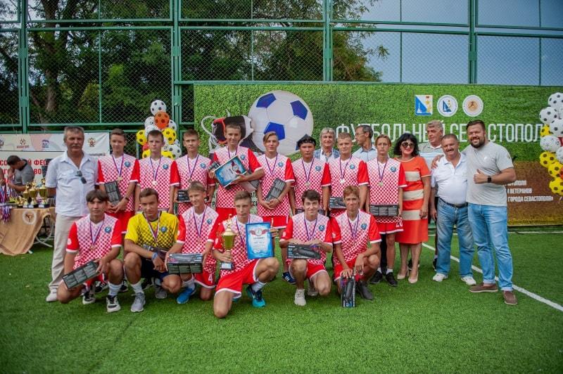Команда СШ № 3, 1 место в возрастной группе 14-15 лет