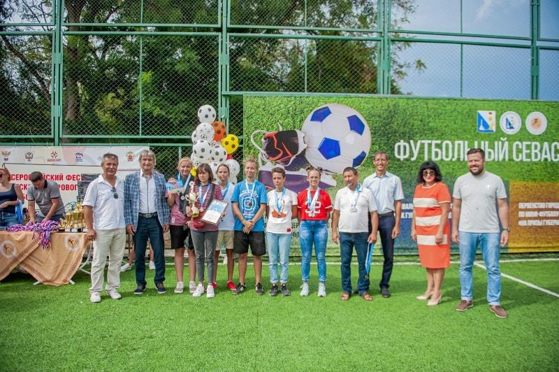 Команда СШ № 3-2, 3 место среди девушек фестиваля по пляжному футболу