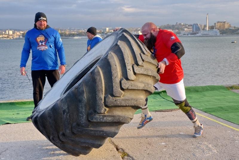Турнир по силовому экстриму «Люди сильнее машин» в Севастополе 2020