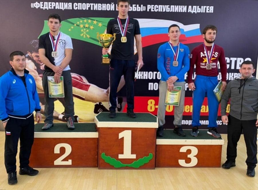 Награждение Ридвана Османова на Первенстве ЮФО 2021 по греко-римской борьбе